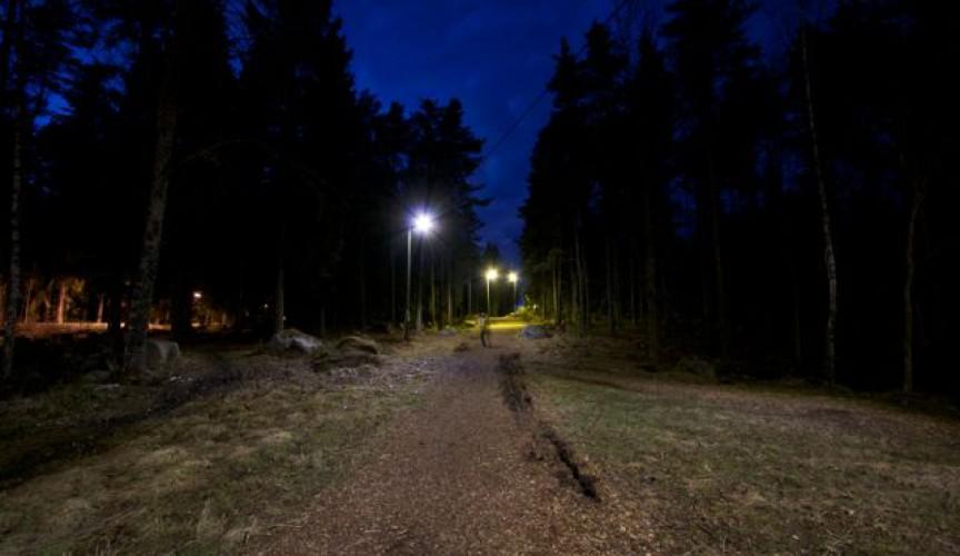 Belysning Elljusspår : Knivsta kommun led med rörelsesensor i elljusspåret mondeverde