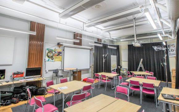 LBS gymnasiet mörka lokaler får dagsljus